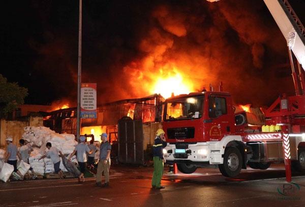 Thông tin vụ cháy nhà máy nhựa Hưng Yên và Chợ Gạo gây hậu quả nghiêm trọng