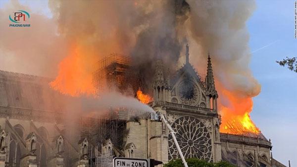Thảm họa đám cháy nhà thờ Đức Bà Paris khiến nhiều người tiếc nuối